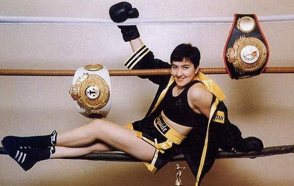 Зульфия Кутдюсова  с чемпионскими поясами