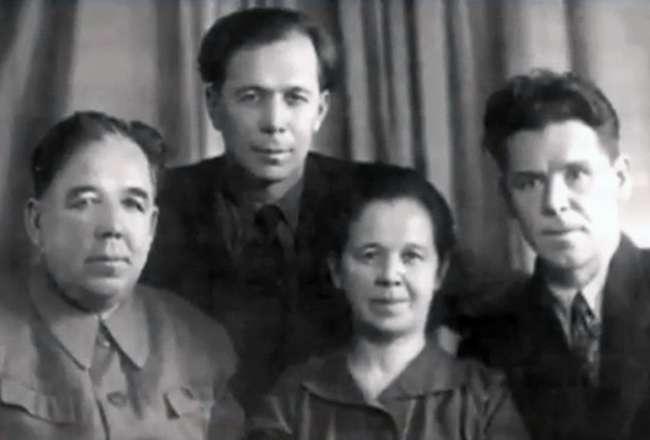 Кави Наджми семья