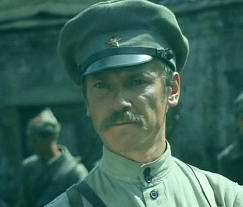Сергей Шакуров командир эскадрона в фильме Свой среди чужих, чужой среди своих